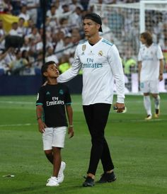 cristiano ronaldo with his son, cristiano junior Cristiano Ronaldo 7, Ronaldo Cristiano Cr7, Cristiano Ronaldo Manchester, Cristiano Ronaldo Wallpapers, Cr7 Jr, Neymar Jr, James Rodriguez, Messi, Cr7 Junior