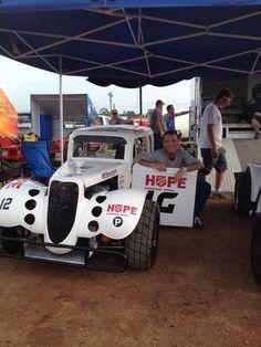 Adam Brand, australischer Country-Sänger, fuhr mit dieser Karre bei einem Rennen auf dem Sydney Speedway mit, um auf die Arbeit der Heilsarmee aufmerksam zu machen. Hier ein Link zu einem Foto, wo das Fahrzeug in Aktion zu sehen ist: https://www.facebook.com/photo.php?fbid=496306297082095=a.356385907740802.77421.115803748465687