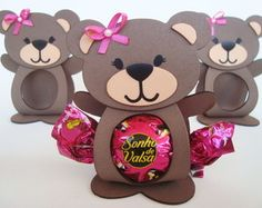 Porta Bombom Ursinha(o) watssap 17 98110-5882 Teddy Bear Day, Teddy Bear Birthday, Baby Boy Birthday, 1st Birthday Cards, Picnic Birthday, Dibujos Baby Shower, Creative Baby Gifts, Distintivos Baby Shower, Candy Packaging