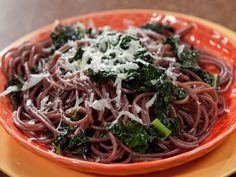Drunken Spaghetti with Black Kale from FoodNetwork.com Add mushrooms for a yummy addition.