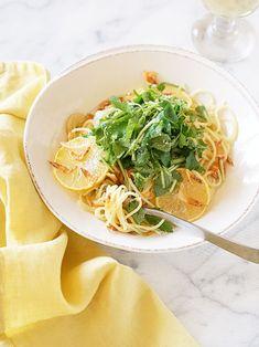 【ELLE gourmet】三つ葉と桜海老のレモンパスタレシピ エル・オンライン