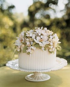 sweetly southern wedding cake, sugar flowers of dogwood blossoms, lily of the valley and green leaves. Gorgeous Cakes, Pretty Cakes, Amazing Cakes, Bolo Floral, Floral Cake, Candybar Wedding, Wedding Cakes, Table Wedding, Wedding Reception