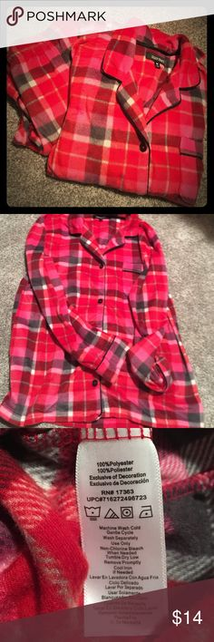 Ellen Tracy 2-pc pajama medium Red plaid fleece. Long sleeve top with black trim. Bottoms are full length with drawstring waist. Very minimal wear. Ellen Tracy Intimates & Sleepwear Pajamas