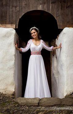 rochie-de-mireasa-traditionala-pentru-nunta-traditionala-romaneasca