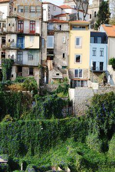 Fachadas junto à Ribeira www.webook.pt #webookporto #porto #ribeira