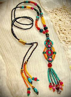 Boho Chic Jewelry - Macrame and lots of colorful beads! Diy Jewelry Necklace, Beaded Cuff Bracelet, Jewelry Crafts, Beaded Jewelry, Beaded Necklace, Necklaces, Jewlery, Textile Jewelry, Fabric Jewelry