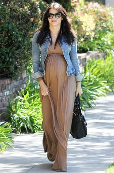 Maternity Fashion / Style | Bump Watch | Celebrity Bumps | Maxi Dress with Denim Jacket