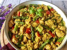 Jednogarnkowy obiad w 30 minut! Ryż z kurczakiem, papryką i szparagami - Blog z apetytem Kung Pao Chicken, Fried Rice, Guacamole, Pasta Salad, Food Porn, Food And Drink, Meals, Ethnic Recipes, Blog