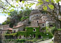 Castelvecchio di Rocca Barbena - rustic medieval town in Savona, Italy. Watch > http://destinations-for-travelers.blogspot.com/2015/08/castelvecchio-di-rocca-barbena-liguria-province-of-savona-italy.html
