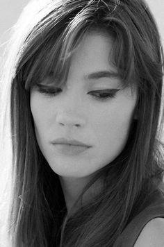 Francoise Hardy with her perfect cat eyeliner. http://www.lisaeldridge.com/video/26437/alexa-chung-makeup-tutorial-starring-alexa-chung/