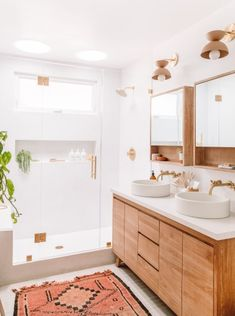 Beautiful master bathroom decor tips. Modern Farmhouse, Rustic Modern, Classic, light and airy bathroom design ideas. Bathroom makeover tips and master bathroom renovation some ideas. Wood Bathroom, Bathroom Renos, Bathroom Inspo, White Bathroom, Bathroom Renovations, Bathroom Inspiration, Home Renovation, Home Remodeling, Bathroom Ideas