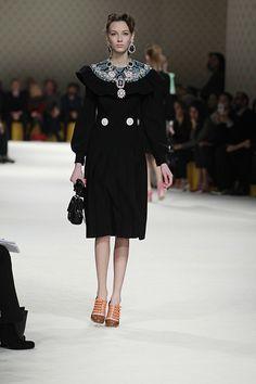 ミュウミュウ 2015-16年秋冬コレクション - 上品レディが呟くアイロニー   ニュース - ファッションプレス