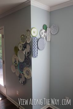 Free-flowing, creative plate wall