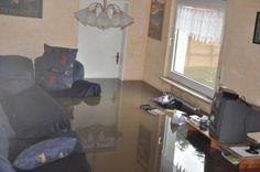 Das Wohnzimmer der Familie Zaurrini an der Sprockhöveler Straße steht unter Wasser.