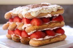 Strawberry Tiramisu for Not a big fan of Tiramisu, but i would tear this up! Strawberry Tiramisu, Strawberry Delight, Strawberry Recipes, Dessert Simple, Trifle Desserts, Easy Desserts, Sweets Recipes, Cake Recipes, Dessert Cookbooks