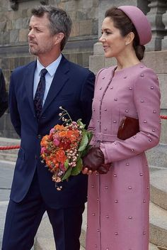 The Danish parliament opens today after the summer holidays. tradition believes the royal house overcomes the opening. The jacketdress is last seen in Riga Crown Princess Mary, Prince And Princess, Mary Donaldson, Danish Royalty, Danish Royal Family, Royal Dresses, Mary Elizabeth, Royal House, Crown Royal