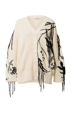 This Dorothee Schumacher floral fun embroidered cardigan features an oversized silhouette with a wide ribbed waistband and embroidered floral details. Fashion Details, Diy Fashion, Ideias Fashion, Winter Fashion, Fashion Outfits, Womens Fashion, Fashion Design, Fashion Scarves, 1950s Fashion
