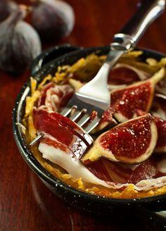 Nidos de patata con jamón ibérico e higos (Appetizer)