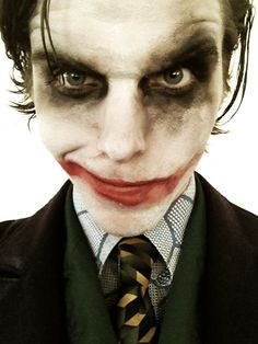 I never realized till now, but onision can look a LOT like the joker.....ASDFGHJKL my two fav people combined!!!!!!