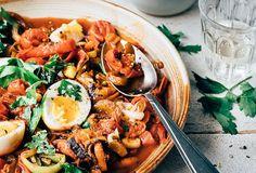Prei- en paprikastoof met gekookte eitjes Vegetarian Recepies, Healthy Recipes, Healthy Food, A Food, Good Food, Health Dinner, Fresh Pasta, Greens Recipe, Evening Meals