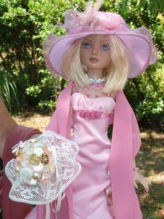 Ellowyne porte la copie de la robe de mariée d'une amie