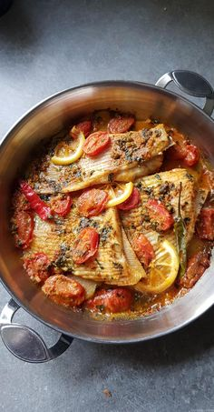 Ailes de raie en tajine - My tasty cuisine Asian Fish Recipes, Recipes With Fish Sauce, White Fish Recipes, Easy Fish Recipes, Ethnic Recipes, Healthy Egg Recipes, Whole30 Fish Recipes, Drink Recipes, Pollock Fish Recipes