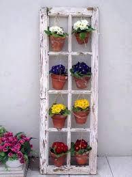 jardim vertical: reciclado janela. madeira demolição violetas!