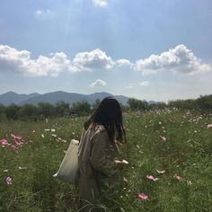 Image discovered by lennox. Find images and videos about photography, aesthetic and nature on We Heart It - the app to get lost in what you love. Selfie Foto, Tumbrl Girls, Foto Pose, Aesthetic Photo, Spring Aesthetic, Ulzzang Girl, Selfies, At Least, Scenery