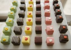 ideas cake mini ideas petit fours for 2019 Tea Cakes, Mini Cakes, Cupcake Cakes, Yummy Treats, Sweet Treats, Petit Cake, Cake Recipes, Dessert Recipes, Cake Bites