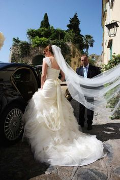 Gorgeous bridal gown by Vera Wang for wedding ceremony in #Ravello http://www.weddingsontheamalficoast.com/ravello-wedding-jackie-constantin-sinagra.html