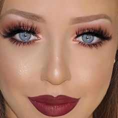 #makeup #makeupartist #beauty #fashion #lips #lipstick #mattelipstick #liquidlipstick #cosmetics #shop #shopping #trend #girl #woman #beautiful #makeuplooks #look #face #lips #eyes #eyeliner #mascara #labial #labiales #maquillaje #belleza #cosmetica Who is in love with this look? ❤️❤️ @makeupbyagnessa Lips: lip liner in Burgundy  Eyes: 'Smart Tip' liquid eyeliner