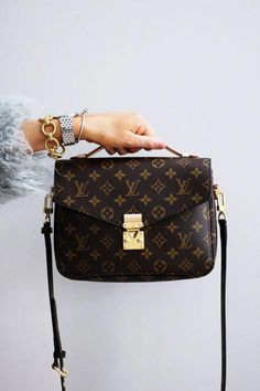 24a350ae205 Top 10 Favorite Purchases of 2017 - Louis Vuitton Pochette Metis   Louisvuittonhandbags Bolsos De Colores