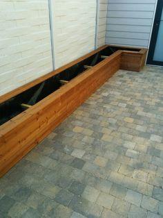 L-vorm plantenbak met Greenen houten frame en Thermowood bekleding, flower bed, planter