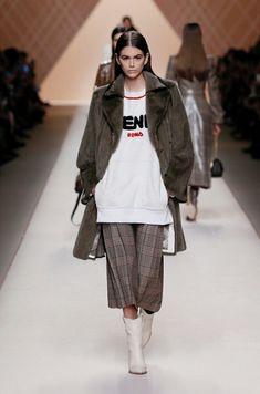 Amazing Kaia Gerber walking for Fendi fw18 in Milan Kaia gerb