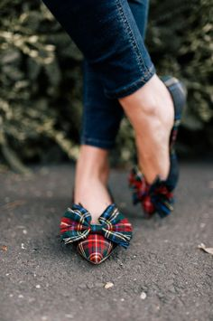 / tartan plaid flats / with fringed bows / Fashion Mode, Fashion Shoes, Fashion 2018, Fashion Rings, Fashion Outfits, Cute Shoes, Me Too Shoes, Sweaters And Jeans, Prom Shoes