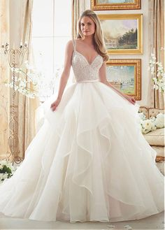 By Mori Lee Rabatt Herrliche Tulle V-Ausschnitt Ausschnitt Ballkleid Brautkleider mit Perlenstickerei bei Dressilyme.com bekommen