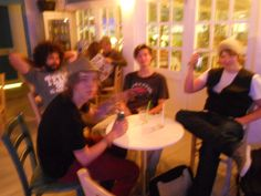 giochi senza frontiere al tavolo dei musicisti