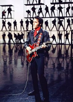 Elvis playing his Hagstrom Viking II in the 1968 NBC-TV Special Elvis And Priscilla, Priscilla Presley, Lisa Marie Presley, Musica Elvis Presley, Elvis 68 Comeback Special, El Rock And Roll, Burning Love, Thats The Way, Memphis Tennessee