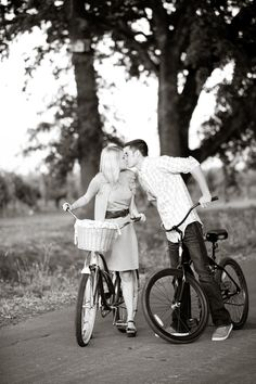 #Bikes #engagement session