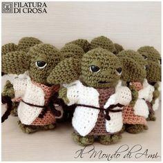 """Portachiavi Yoda realizzato con filato """"Zara"""" e """"Zarina"""" Filatura di Crosa #yoda #guerrestellari #starwars #amigurumi #amigurumidoll #crochet #uncinetto #handmade #fattoamano #filato #filaturadicrosa #tricot #yarn #instacrochet"""