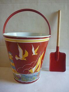 "Eagle Toys Tin Sand Pail with Shovel Vintage 1950's Canada, 8"""
