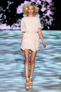 Badgley Mischka Spring 2011 Ready-to-Wear Fashion Show - Siri Tollerød