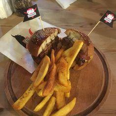 Ora Burger XL - Ora Steak & Burgers -- Altunizade Mah. Kısıklı Cad. Aka Gündüz Sok. No: 22/B Üsküdar/İstanbul ☎️ 0216 474 99 49 ⏱ 10.00 - 24.00 -- 26.5 TL  @orasteakburgers   200 gr. Burger Köftesi, Cheddar Peyniri, Füme Et, Karamelize Soğan, İstiridye Mantarı, Relish Sos  #burger #hamburger #steak #steakhouse #patates #istanbul #lezzet #yemek #damaktadi
