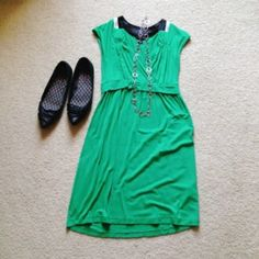 Cute green summer dress Adorable green dress with black/white satin collar. Casual but classy - I don't recommend this if you have a large bust. Does have a normal bit of pilling on the back. Size PXS petite. Banana Republic Dresses
