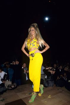 Claudia Schiffer in a bright yellow skirt and crop top with green sandals at the Rock N Rule fashion show in New York, September Versace Fashion, 90s Fashion, Fashion News, Fashion Show, Fashion Design, Female Fashion, Fashion History, High Fashion, Claudia Schiffer