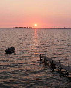 HOLD FAST CO   OFFGRID FLOTEL   ARCHIPELAGO   ÆRØ DENMARK   ©BJØRG KIÆR - FOR THE SALTY DOG CREW #ærøskøbing #ærø #archipelago #denmark Floating Hotel, Archipelago, Coast, Dog, Diy Dog, Dogs