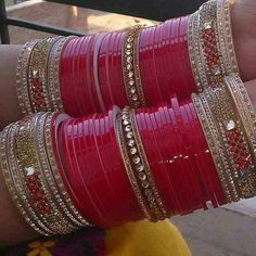 Isho ka to pta nahi Par jo tum se he Wo kisi or se nahi Bridal Bangles, Bridal Jewelry Sets, Bridal Accessories, Bridal Jewellery, Bridal Sets, Indian Bridal Fashion, Indian Wedding Jewelry, Indian Weddings, Wedding Chura