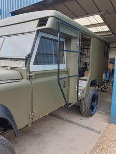 Defender 130, Land Rover Defender, Jeep Camping Trailer, Land Rover Serie 1, Truck Storage, Sprinter Camper, Camper Conversion, Four Wheel Drive, Land Rovers