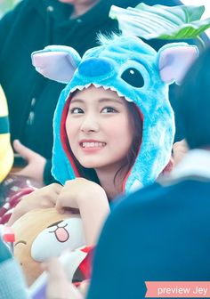 Twice-Tzuyu 171126 Starfield Goyong Fansign Kpop Girl Groups, Korean Girl Groups, Kpop Girls, Extended Play, Nayeon, Warner Music, Chou Tzu Yu, Chaeyoung Twice, Tzuyu Twice