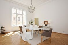 #Home Staging - Esszimmer Staging, Dining Table, Furniture, Home Decor, Dining Rooms, Role Play, Decoration Home, Room Decor, Dinner Table